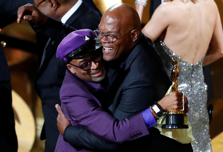 Spike Lee reçoit sa première statuette pour 'Infiltrator of the KKKlan' lors de la 91e cérémonie des Oscars, le 24 février 2019 à Los Angeles. Lee a boycotté le gala en 2016 en raison du manque de diversité du prix.